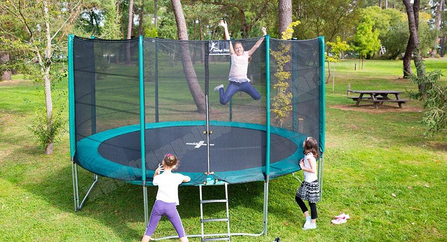 grand trampoline jardin