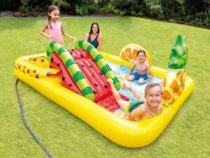 piscine avec aire de jeux gonflable